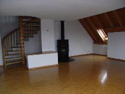 Für Paare oder Single: sehr grosse 2 1/2 Dachmaisonette mit Wohnküche