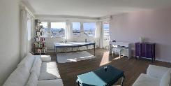 Wohnzimmer mit Seesicht und Ausgang zum Balkon