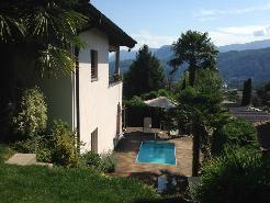 Casa unifamigliare gemella in posizione panoramica con piscina