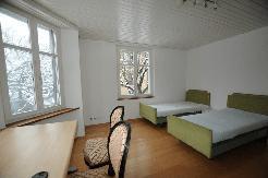 ruhiges, lichtdurchflutetes sehr schon möbl. Zimmer an sehr guter Lage in Zürich