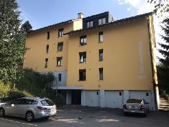 Grosszügige, frisch renovierte 4.5 Zimmer-Wohnung mit Balkon