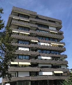 Topmoderne 2.5-Zimmerwohnung mit Balkon und Blick auf Park
