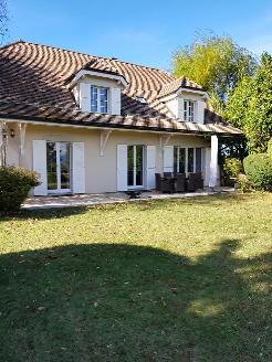 Belle maison individuelle avec grand jardin