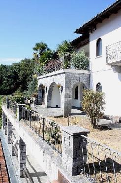 Muralto: 7,5 Zimmer Villa mit Hallenbad und Panorama Seeblick