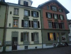 rechtes Haus oberste Wohnung