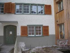 Zugfahrt zum Mehrfamilienhaus, Kärpfhus, Oberdorf 6, 8756 Mitlödi - mit altem un