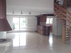 5-Zimmer Dachwohnung mit grosser Terrasse an ruhiger Lage