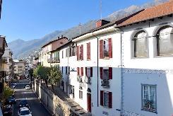 BRISSAGO - MÖBLIERTE 3 Zimmer Wohnung mit Terrasse in zentraler Lage