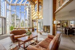 Sullens : villa luxueuse, rénovée en 2016, de 9 pièces / 230m2 habitable / pisci