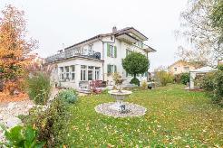 Villa mit Gartenoase