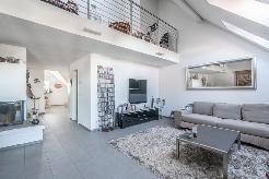 Gemütlicher Wohnbereich mit Cheminée