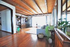 Wohnbereich mit sonnigem Balkon