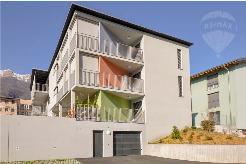Nuovo e moderno appartamento con grande terrazza coperta